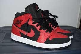 Zapatillas Nike Air Jordan 1 Mid Reverse Bred
