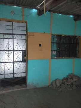 casa ubicada en distrito 26 de octubre tiene 3 habitaciones,sala,comedor baño patio,cocina