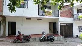 CASA GRANDE 2 PISOS, BUENA UBICACION-NEGOCIABLES