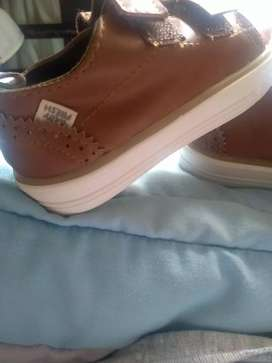 Vendo zapatos de niño talla 22 marca baby fresh