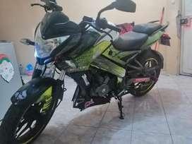 Moto Pulzar 200