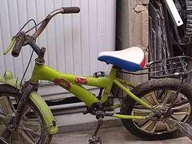 Se vende una bicicleta de niño