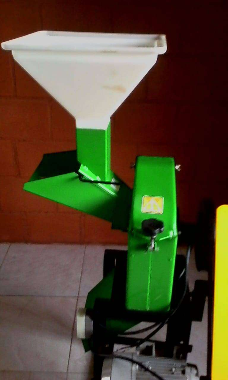 Cortadora y trituradora de pastos y granos secos 0