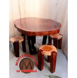 Mesas y bancos rústicos
