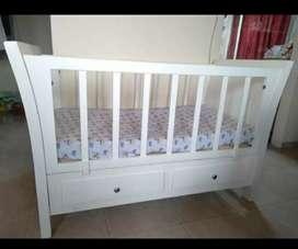 Cuna blanca para bebé