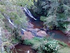 Terreno con Cabaña ,arroyo y cascada