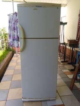 Heladera - freezer Columbia 480Lts