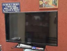 "Televisor Led Samsung 32"" Impecable. Samsung 32"" con control no es Smart"