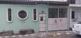 Casa en Guayacanes cerca de la principal