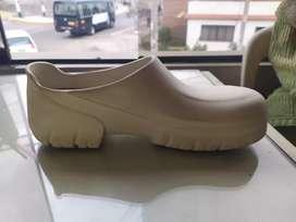 Zapatos de cocina marca BIRKENSTOCK