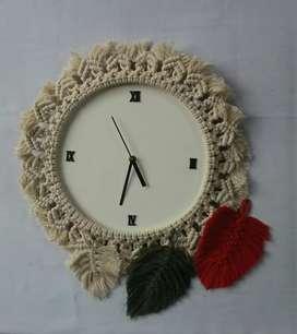 Reloj de pared.marco de macrame