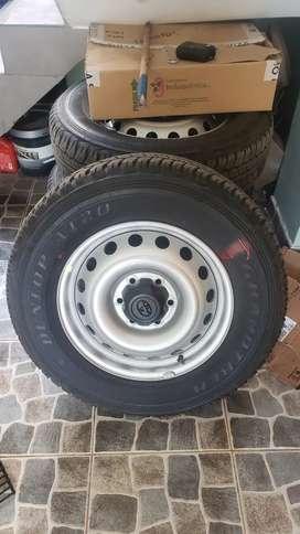 Aros Toyota Hilux 2021 +llantas Dunlop 225/70 R17 At20+logos