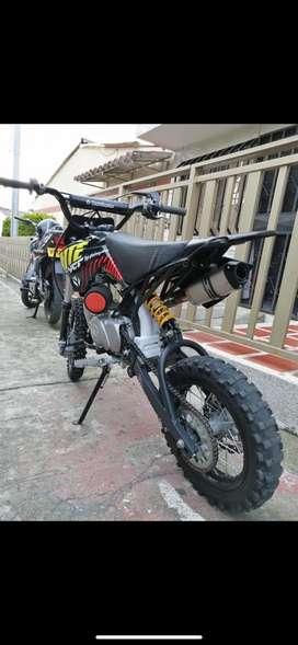 Se vende moto ycf 125 casi nueva