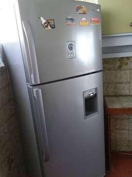Vendo nevera Marca Samsung No Frost nueva con dispensador de agua.