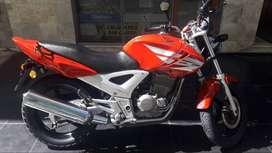 Honda Twister 250 módelo 2013 en EXCELENTE estado