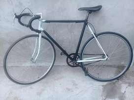 Se vende bicicleta de media carrera rod 28