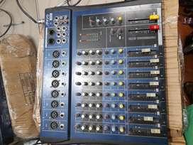 Se vende mezclador de 8 canales