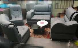sala tres sofas, una mesedora, mesa de centro1