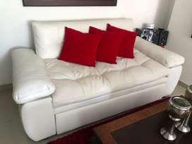 Sofa cama color blanca buen estado