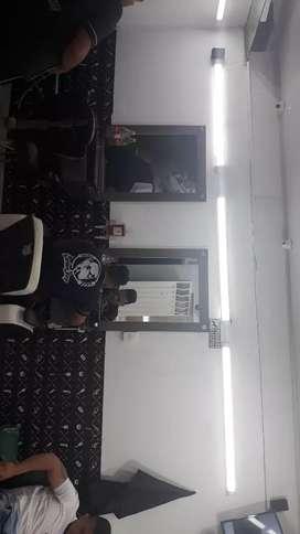 Se necesita barberos con experiencia buena presentacion personal y con actitud y servicio al cliente