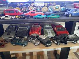 Espectacular colección de carros y camionetas a escala