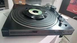 Vendo tocadiscos marca Sony de LP no tiene aguja y tiene una cuerda safada se vende porque no se utilizane.es gociable.