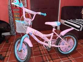Bicicleta rosada para niña