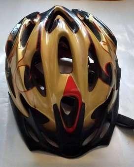casco para bicicleta con vicera skb