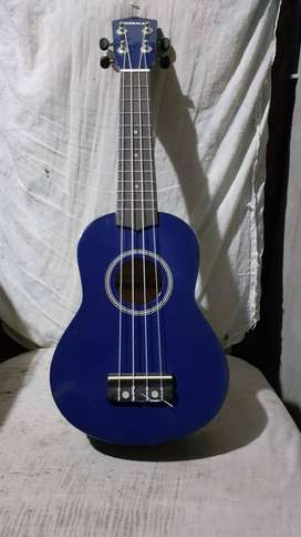 Vendo ukulele soprano a S/200