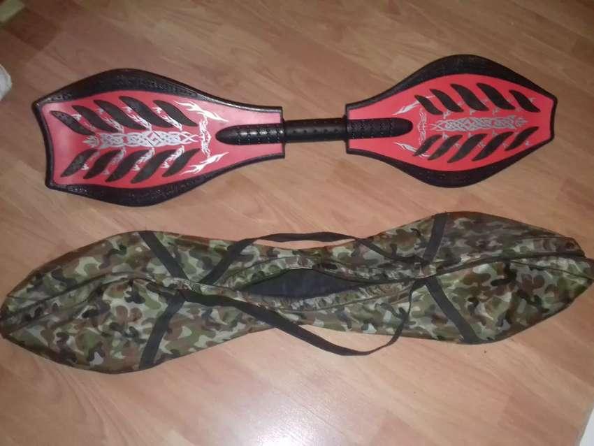 Patineta waveboard roja y negra. 2 ruedas+ luces+ bolso militar 0