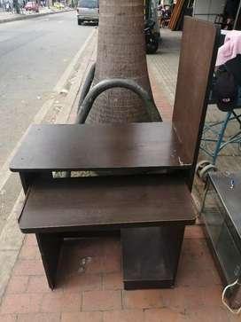 Se vende mesa de computador