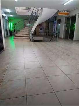 Se alquila local comercial ubicado en el edificio breña huancayo.  Real y breña. Interior primer piso baño independiente