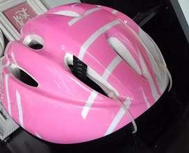 Vendo casco rosado para bicicleta económico