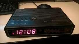 antiguo radio reloj despertador G E