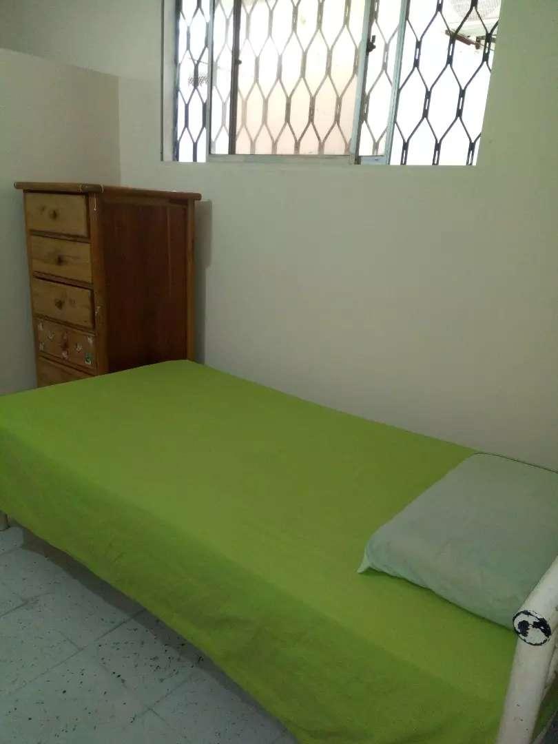 Alquilo habitacion con baño interno. 0