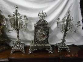 Guarnición , reloj de pila en bronce con baño en niquel , FUNCIONAL