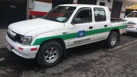 Toyota hilux 2.4 Empresa reina de las Nieves (azogues)