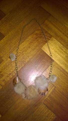 Pompones Collar
