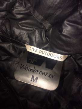 casaca de plumas impermeable marca WeinBrenner