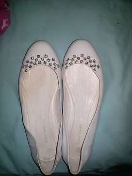Zapatos para niña de primera comunión usado en perfecto Estado se vende 150.000 talla 37 de diseñador Vicky tcherassi