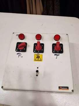 Caja selectora con 3 llaves ya armada para usar