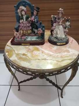 Mesa ratona de bronce y mármol
