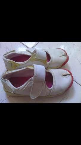 Zapatillas número 32 tipo guillerminas de Nenas
