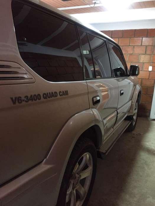 toyota prado 5 puertaas mecanica 4x4 le funciona todo seguro nuevo y yecnomecanico nuevo lo compre ace 8 dias