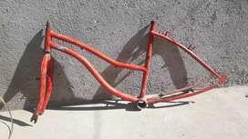 Cuadro de bicicleta playera y las llantas