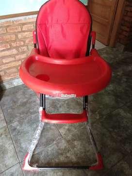 Vendo silla con porta plato y vaso unisex
