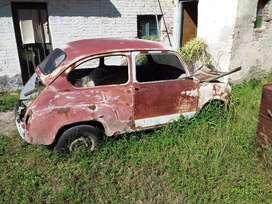 Fiat 600. Chasis con puerta y capot. sin portón trasero