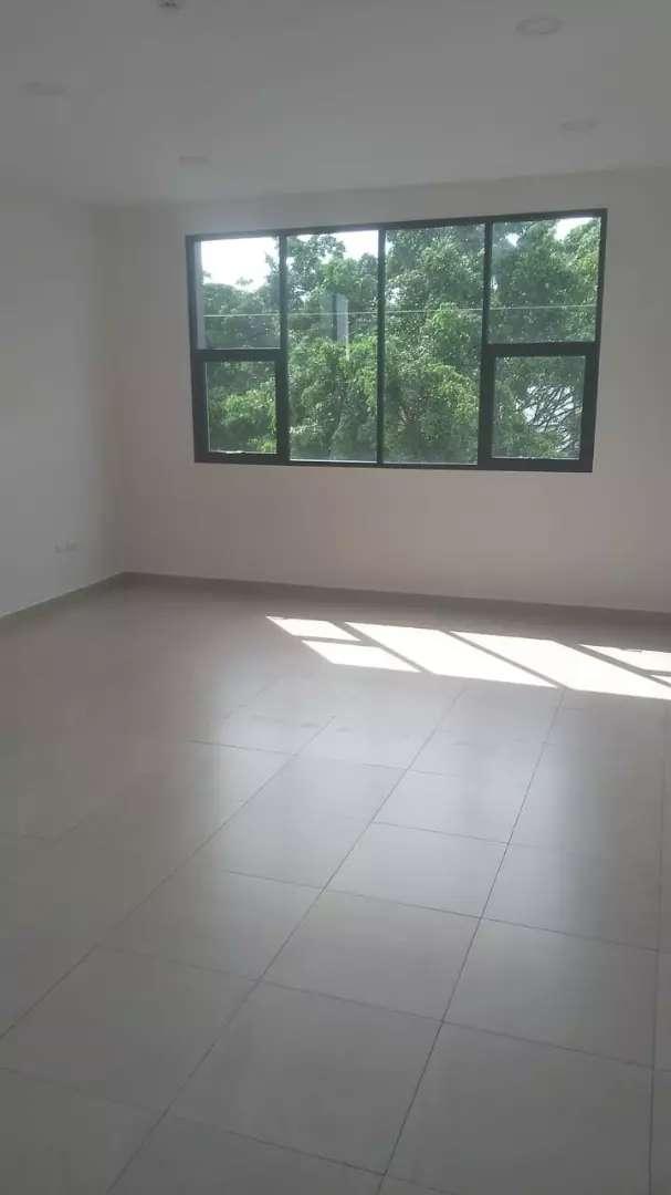 Renta de oficina en Kennedy norte, cerca al sri, norte de Guayaquil 0