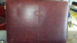 Maleta o portafolio marca mesace en buen estado con su clave