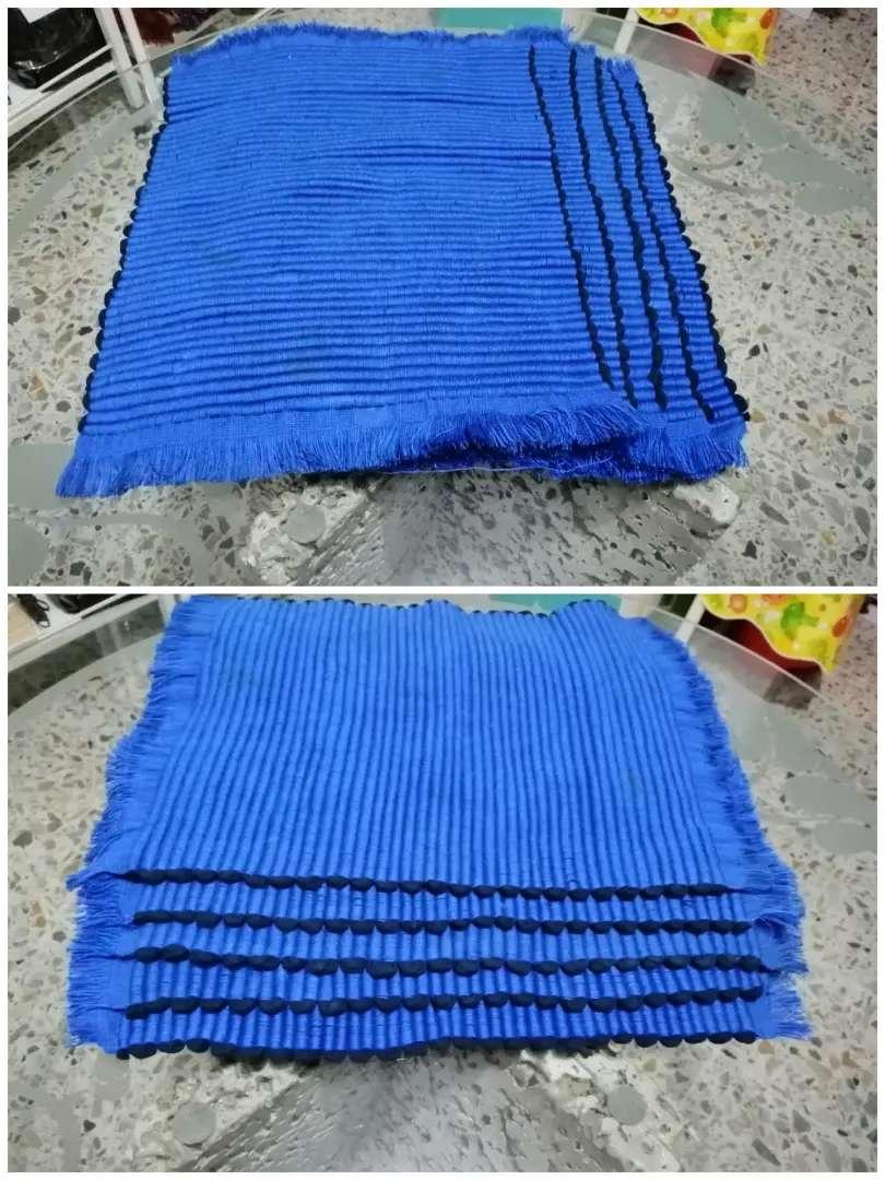 5 Individuales azules tejidos